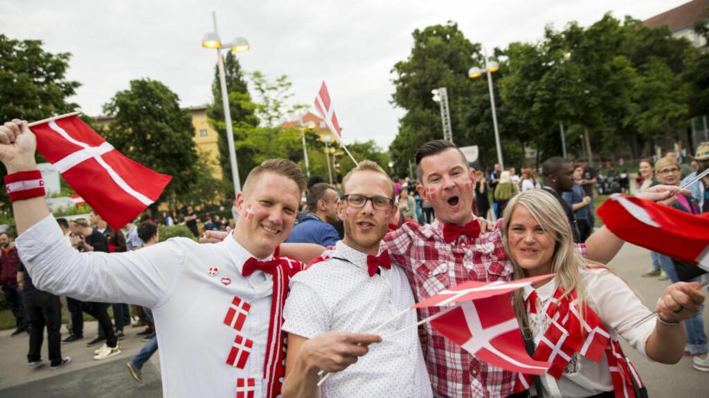 TOPPER LISTA: Danmark er det lykkeligste landet i verden, ifølge ny undersøkelse. På bildet er danske Eurovision-fans som venter spent på semifinalen i Wien i 2015. Foto: Tore Meek / NTB scanpix
