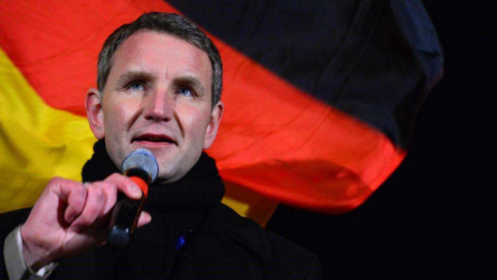 «HEIL HÖCKE»: Politiker Björn Höcke i Alternativ for Tyskland hylles med «Heil Höcke» nederst i drapstruslene som er sendt flere av hans tidligere partifeller. Foto: Martin Schutt/dpa