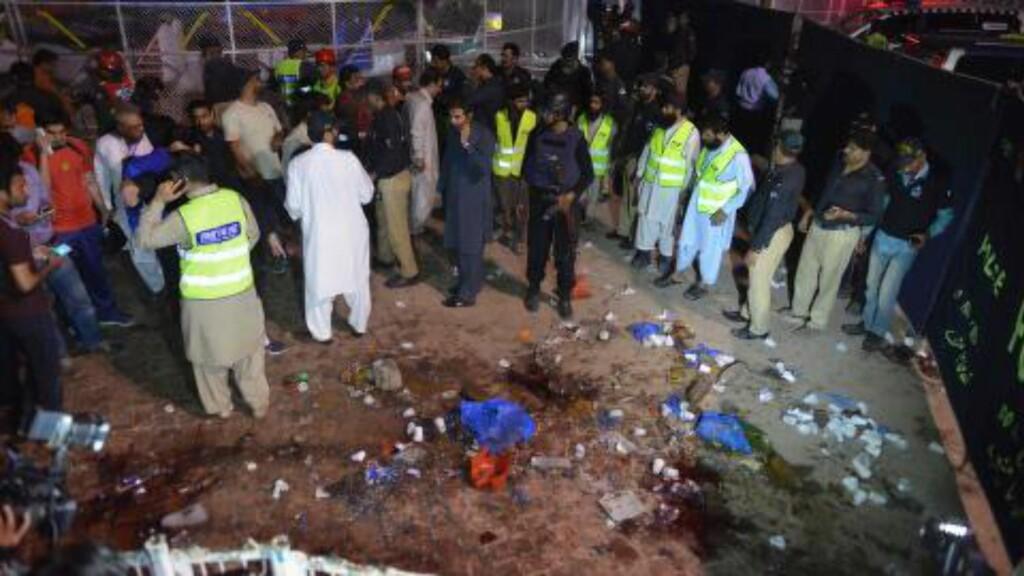 MANGE DØDE: Dødstallene stiger fort i Lahore. Foto: AFP PHOTO / ARIF ALI