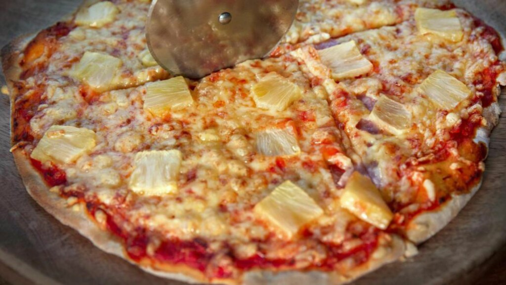 IKKE FRA BOKS: Det er én stor forskjell på hawaiipizzaen til Fäviken-kokk Magnus Nilsson og den du får på ei pizzasjappe.
