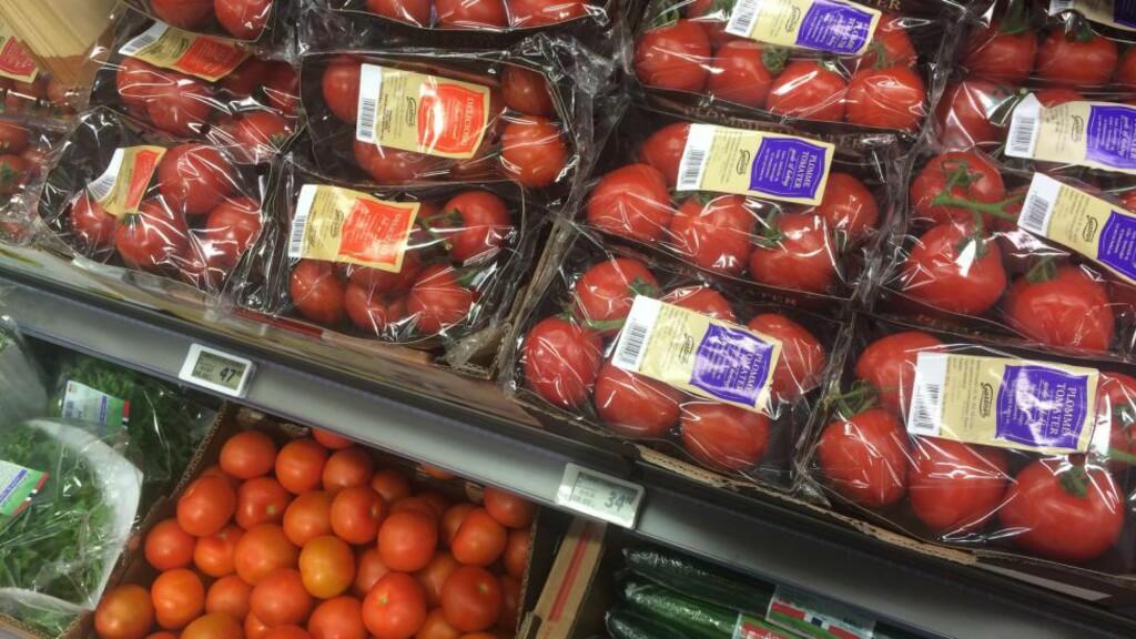 MULTIPAKKER: Én dårlig tomat eller paprika i en pakke med flere gjør at de friske og gode blir liggende igjen. Nå selger Meny de gode restene til ti kroner kiloet. Illustrasjonsfoto: ELISABETH DALSEG