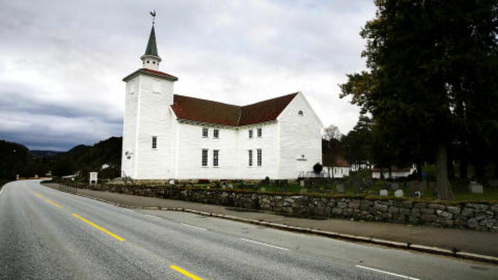 HER FÅR HAN SPILLE: I Lyngdal kirke får Rune Hauan ofte spille som vikar, også i Kvås kirke, litt lenger oppi dalen. Men ikke i Hægebostad og Eiken. Foto: Jacques Hvistendahl / Dagbladet