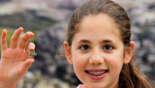 Neshama (12) fant 3200 år gammel egyptisk amulett