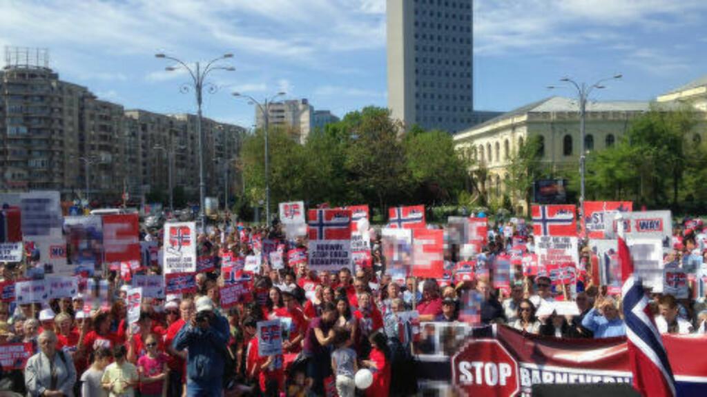 HJEMMEBANE: I Romanias hovedstad Bucuresti demonstrerte mange mot norsk barnevern forrige lørdag. Demonstrasjoner ble holdt i en rekke rumenske byer.