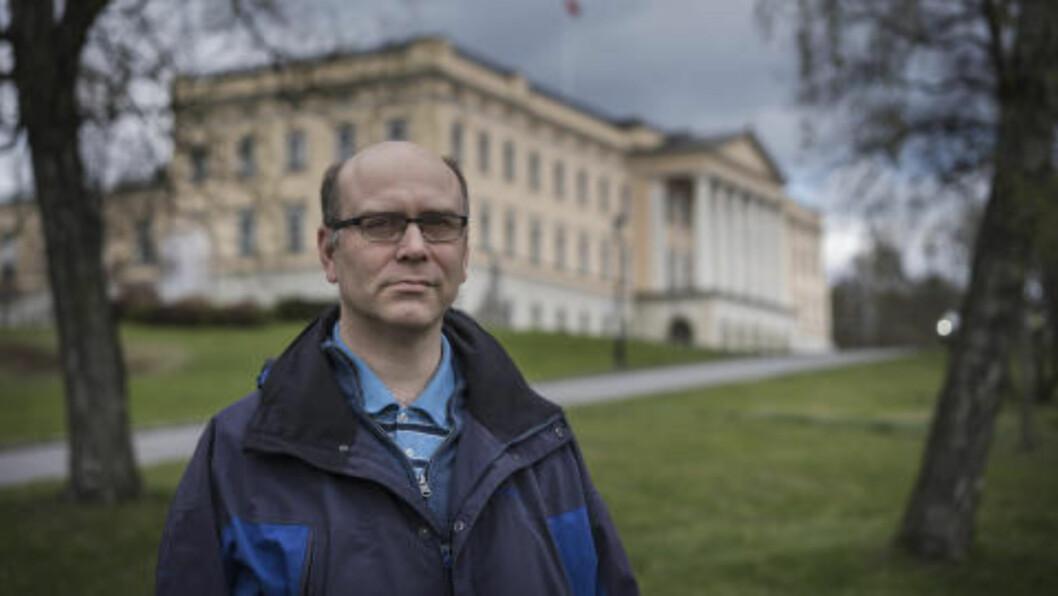 <strong>- ROTETE:</strong> Faghistoriker Dag T. Hoelseth sier dagens situasjon er rotete og med uklare ansvarsforhold. Han ber om mer åpenhet. Foto: Øistein Norum Monsen/Dagbladet
