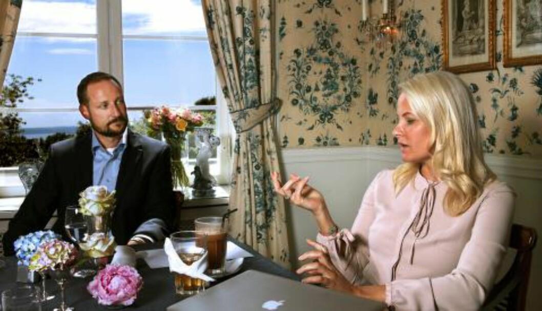 <strong>PÅ SKAUGUM:</strong> Kronprins Haakon  og kronprinsesse Mette Marit og  bor på Skaugum. I 2011 og 2015 solgte han to eiendommer til 12,1 millioner kroner. Foto: Lise Åserud / NTB scanpix