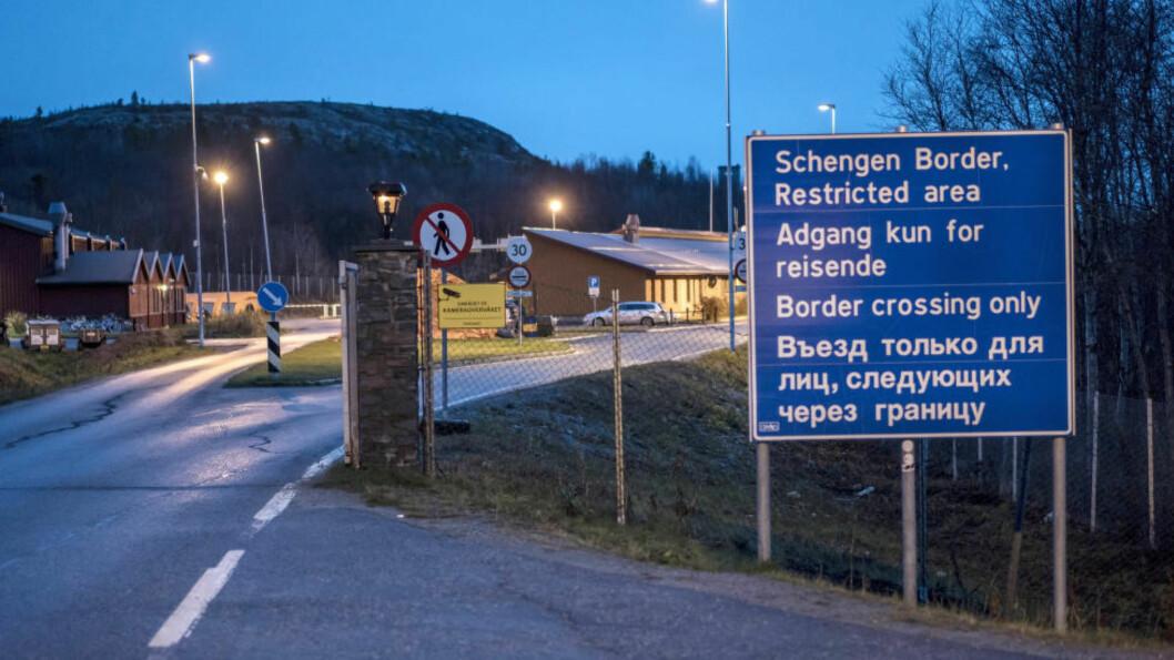 <strong>GRENSA:</strong> Den kraftige økningen i asylsøkere som har kommet over grensa ved Storskog i Sør-Varanger i Finnmark, samt til Norge for øvrig, er bakgrunnen for lovendringene. Det kom 50 asylsøkere til grensestasjonen Storskog i Finnmark torsdag.  Foto: Øistein Norum Monsen / Dagbladet
