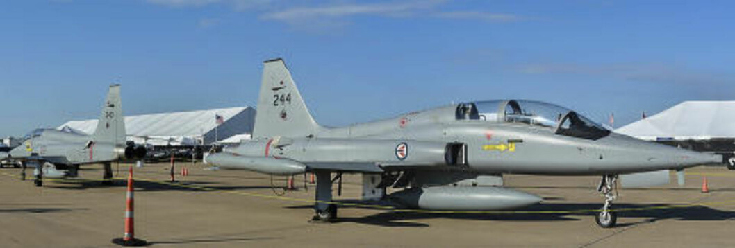 PRIVATFLY: Disse norske jagerflyene ble solgt til Texas-milliardæren Ross Perot jr. Foto: Dave Chng/Airwingspotter
