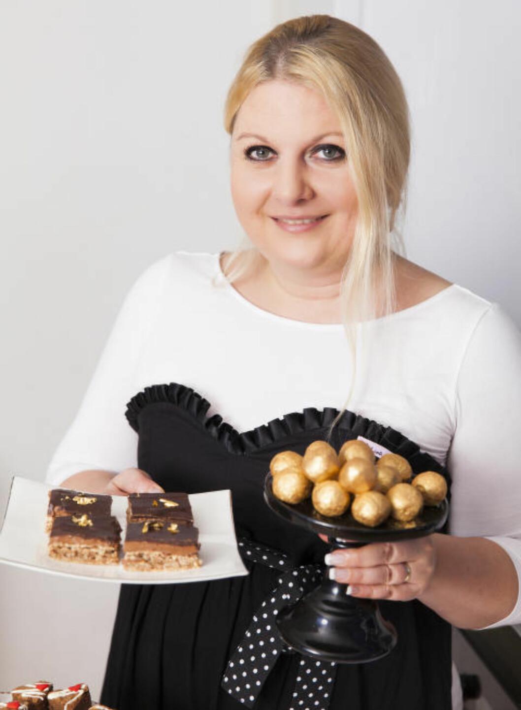 <strong>JULEBAKST FOR VOKSNE:</strong> Kristine Ilstad har laget julekaker med Baileys. Foto: LISA BJØRSHEIM