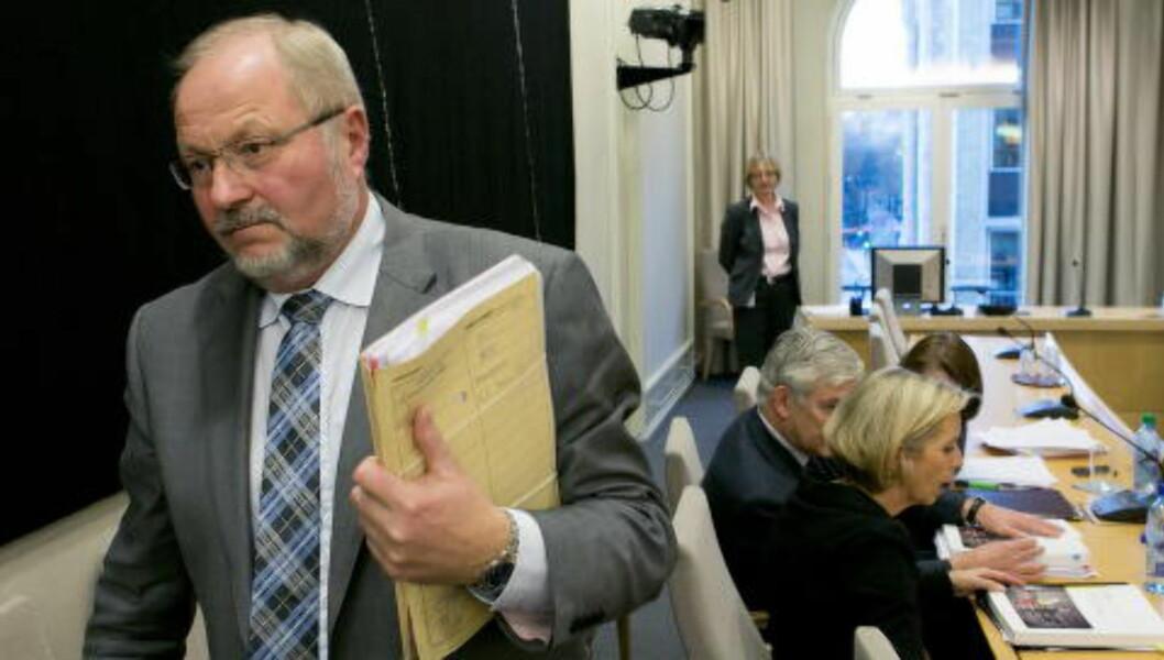 NESTSJEF: Her er assisterende departementsråd Morten Tiller sammen med forsvarsminister Anne-Grete Strøm-Erichsen under 22. juli-høringen. Foto: Gorm Kallestad / NTB scanpix