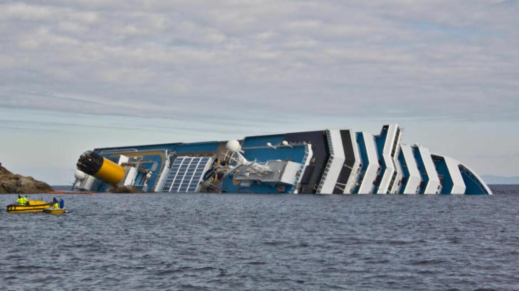GIKK PÅ GRUNN: Det italienske cruiseskipet «Costa Concordia» gikk på grunn og kantret utenfor øya Giglio i Toscana 13. januar 2012. Det var 4229 mennesker om bord. 32 av dem mistet livet.