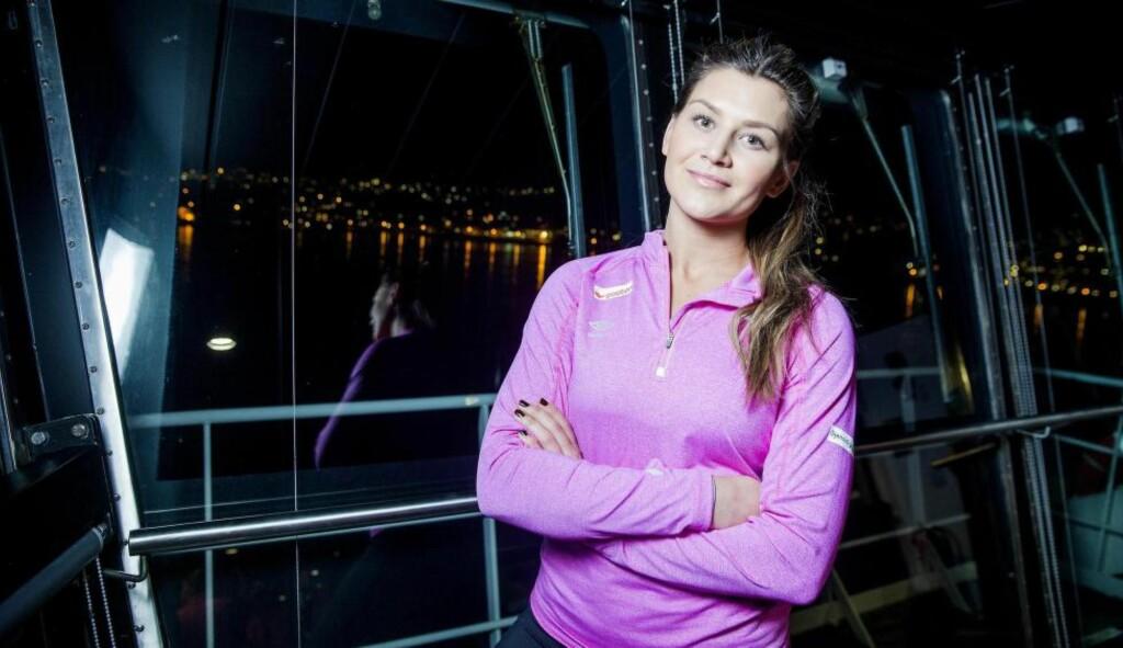 PÅ OPPTUR: Amanda Kurtovic og de norske håndballdamene reiste i går med ferga til Danmark. For Amanda er det en gedigen opptur å være tilbake i VM. Foto: BJØRN LANGSEM