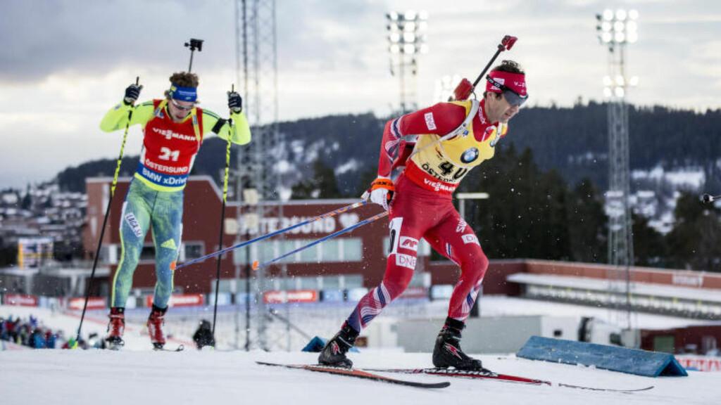 GULT ER KULT: Ole Einar Bjørndalen leder verdenscupen etter de to første individuelle løpene denne sesongen. Foto: Christine Olsson / TT / NTB Scanpix