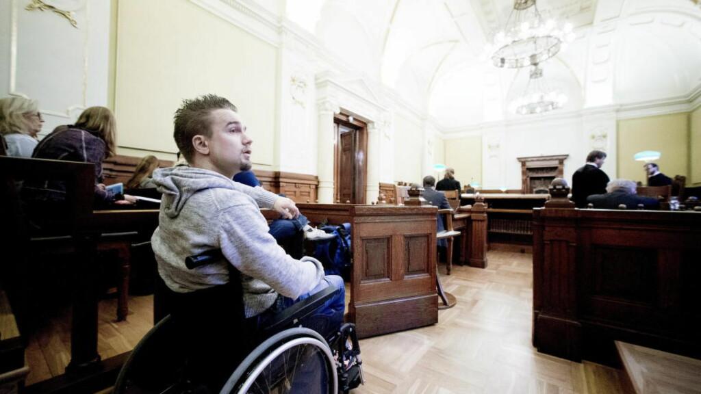 VANT I HØYESTERETT: Torbjørn Kiil Karlsen (25) fikk MS etter skolevaksine som tolvåring. Nå får han endelig erstatning etter mange års kamp. Foto: Bjørn Langsem