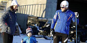 image: Martin tar med seg kona og sønnen for å feire jula i høyden