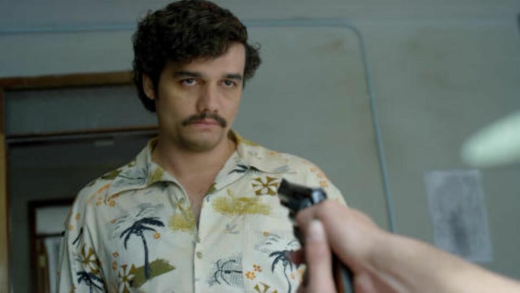 <strong>STOR INTERESSE:</strong> Skuespiller Wagner Moura (39) i rollen som Pablo Escobar i «Narcos». Foto: Netflix / NTB Scanpix