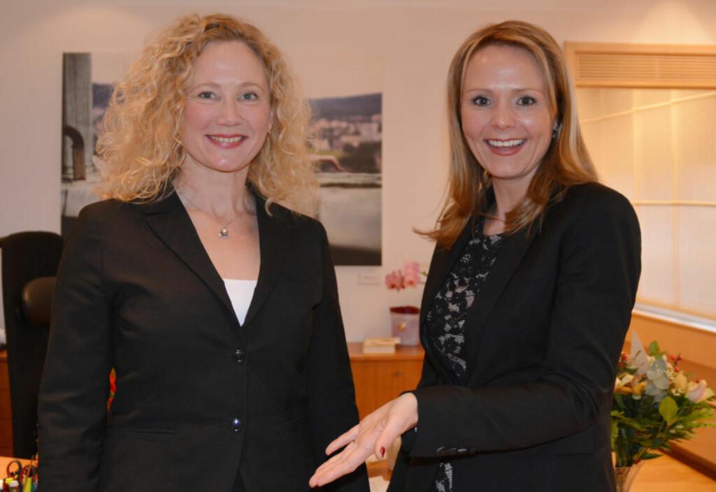 NY LEDER: Kulturminister Linda Holstad Helleland (til høyre) har utnevnt Tone Hansen som ny leder av Norsk kulturråd. Foto: Regjeringen.no