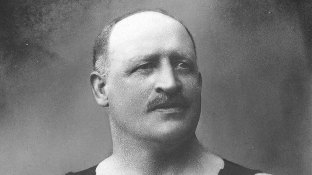 NEVENYTTIG: En av toppfigurene i Den nationale legion var sirkusdirektør Carl Norbeck, også kjent som «Norges sterkeste mann». Foto NTB SCANPIX