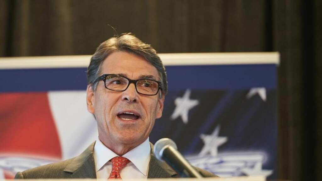 TREKKER SEG: Rick Perry (65), tidligere guvernør i Texas, trekker seg fra kampen om å bli republikansk presidentkandidat.  Foto:  Michael B. Thomas/Getty Images/AFP