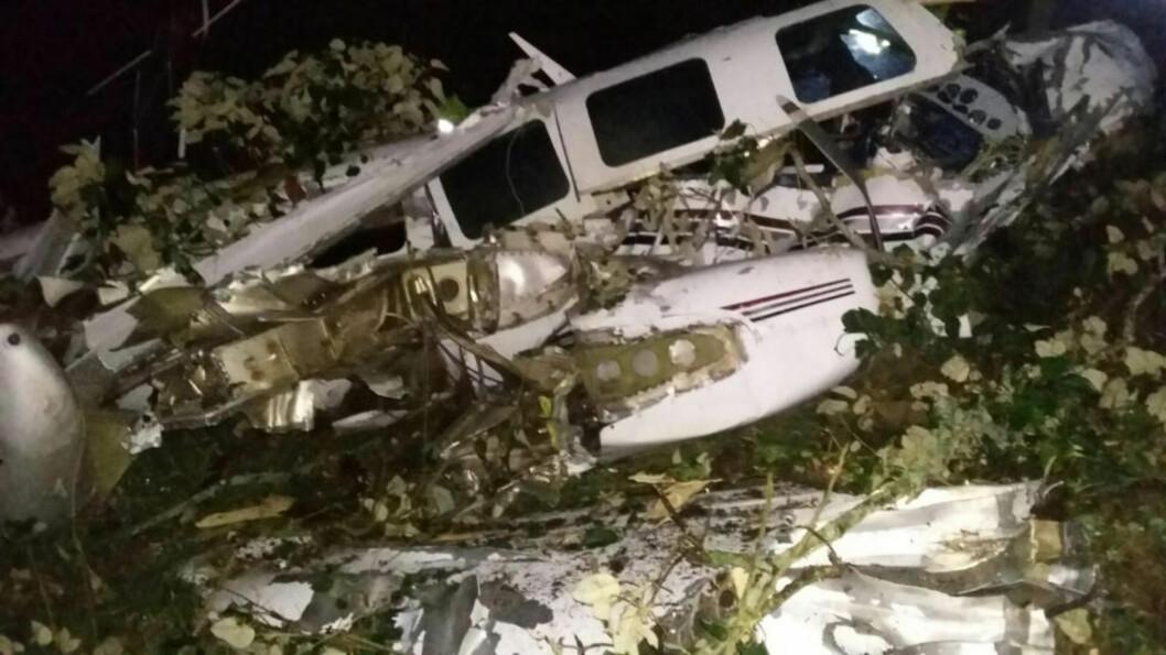 <strong>KRASJET:</strong> Et filmteam som jobbet med Tom Cruise, styrtet med småfly i Colombia natt til lørdag. Foto: Brannvesenet i San Pedro de los Milagros / AP / NTB scanpix