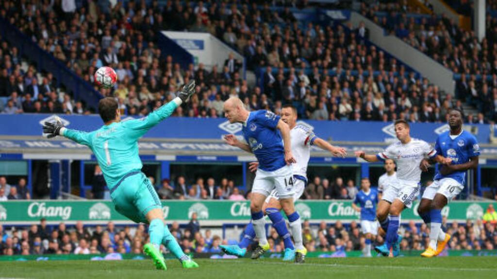 1-0: Evertons Steven Naismith stanger ballen i mål. Foto: NTB Scanpix