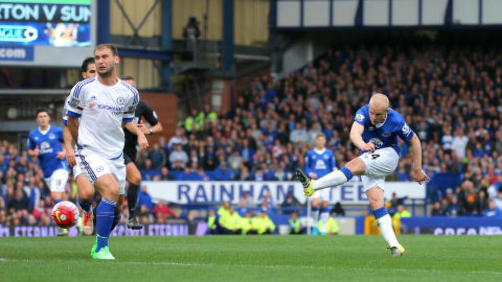 2-0: Evertons Steven Naismith dunker inn sitt andre mål. Foto: NTB Scanpix