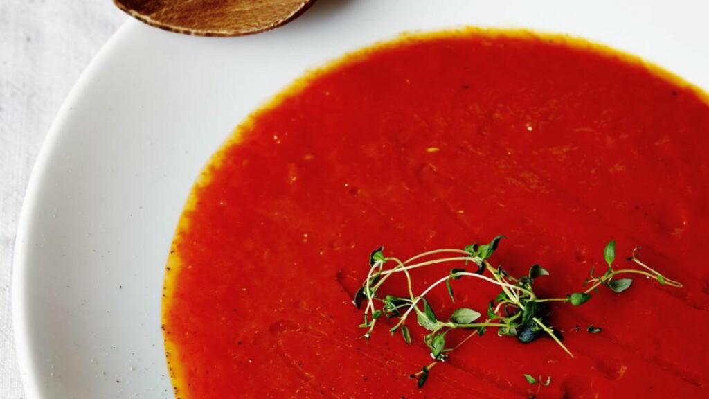 PAPRIKA -OG TOMAT :  Billig, enkel å lage og god på smak. Kan være suppa i kveld for deg som stemmer rødt. Foto: PAUL PAYEWONSKY