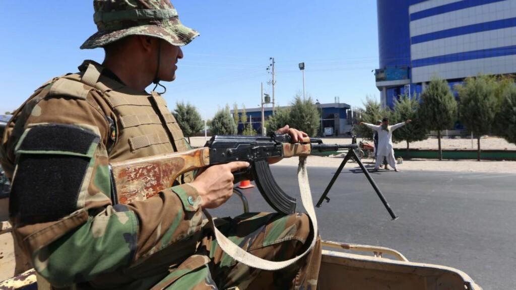 STORMET FENGSEL: Afghansk Taliban har stormet et fengsel i byen Ghazni og frigitt mange av fangene, opplyser lokalt politi.  EPA/JALIL REZAYEE