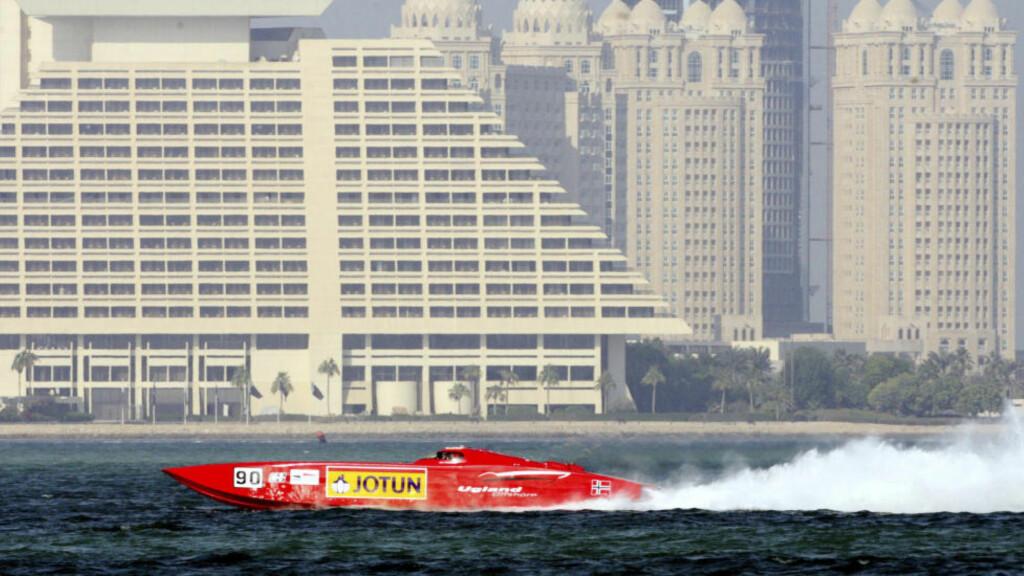 TIL STEDE: Jotun har lenge hatt en sterk merkevare i Qatar. Her er selskapets logo på den norske båten «Jotun» under World Powerboat Championship i Doha i 2007. Foto: Reuters / NTB scanpix