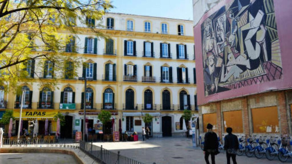 PABLOS PLASS: På flotte Plaza de la Merced trådte Pablo Picasso sine første barnesko. Den store plassen har en rekke utekafeer i tillegg til skulpturen til ære for sin berømte eks-beboer. Foto: GJERMUND GLESNES