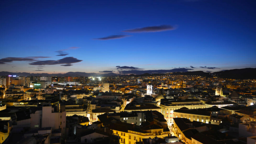 STORBY: Medregnet forsteder har Málaga over en million innbyggere. Det gjør den til Sør-Spanias nest største by. Foto: GJERMUND GLESNES