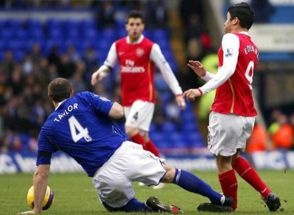 UTSKJELT: Martin Taylor fikk mye pepper og tre kampers utestengelse etter taklingen som førte til at Arsenals Eduardo måtte tilbringe et år på sidelinja. Foto: NTB SCANPIX