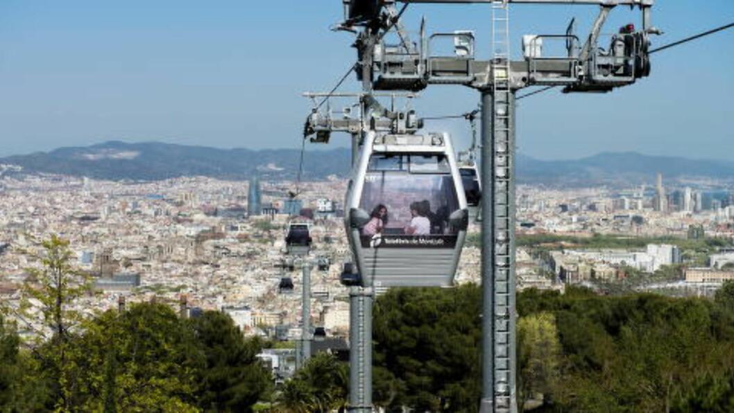 <strong>BARCELONA:</strong>  Folk fra Midt-Norge foretrekker Barcelona. Her er taubanen opp til Montjuic. Foto: JOHN TERJE PEDERSEN.