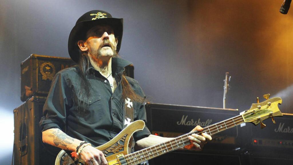 DØD:  Ian «Lemmy» Kilmister er død. Dette bildet er tatt under en konsert i Hamburg tidligere denne måneden. Foto:  HS/Future Image/WENN.com