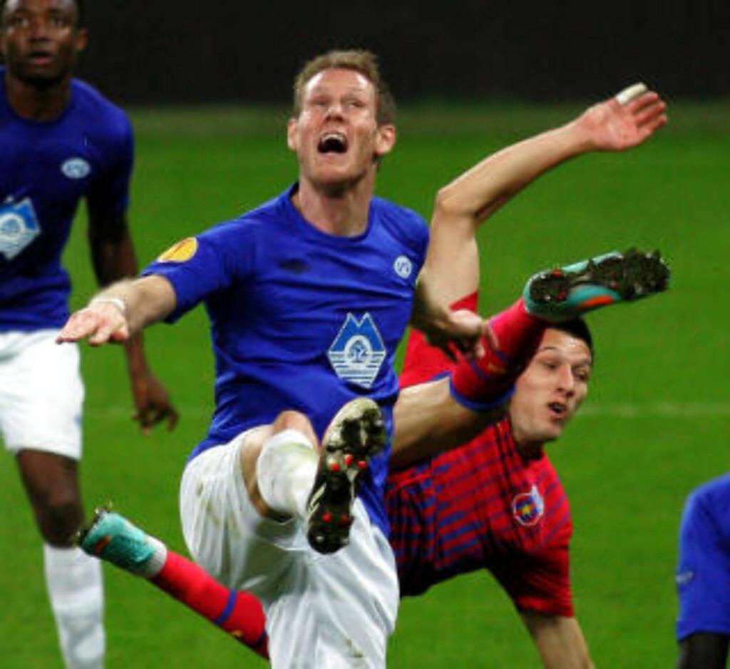 VENTER BARN: Tidligere Sogndal-, Viking- og Molde-spiller, nå fysisk trener, Børre Steenslid og hans kjære. Foto: Aleksandar Djorovic / NTB scanpix