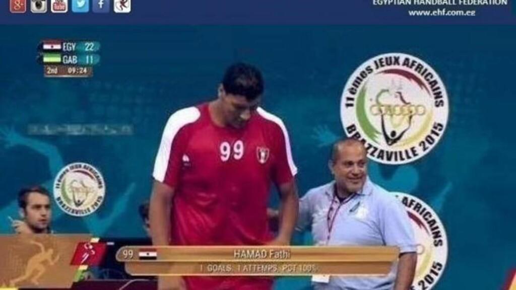 BYTTES INN: Fathi Hamad i sin debut på landslaget. Foto: Det egyptiske håndballforbundet
