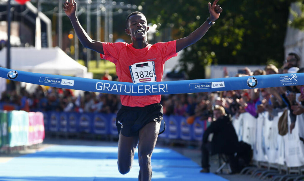 VANT: Fjorårsvinner Taye Babeker Tirfea vant Oslo maraton lørdag med tida 2.20.49. Foto: Heiko Junge / NTB scanpix