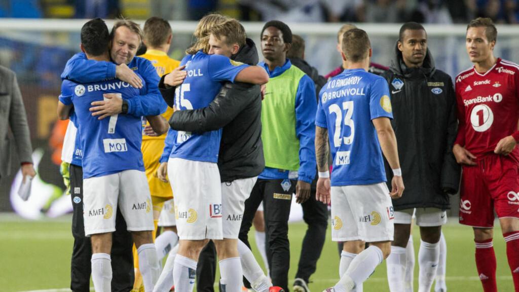 UENIGE: Molde-spillerne mener de er bedre enn Rosenborg. Det får Pål André Helland til å flire. Foto: Svein Ove Ekornesvåg / NTB scanpix