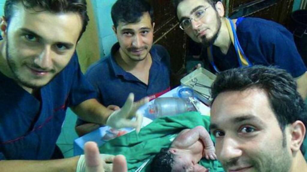 GIKK BRA! Legene smiler etter at de reddet babyen. Foto: SEMA