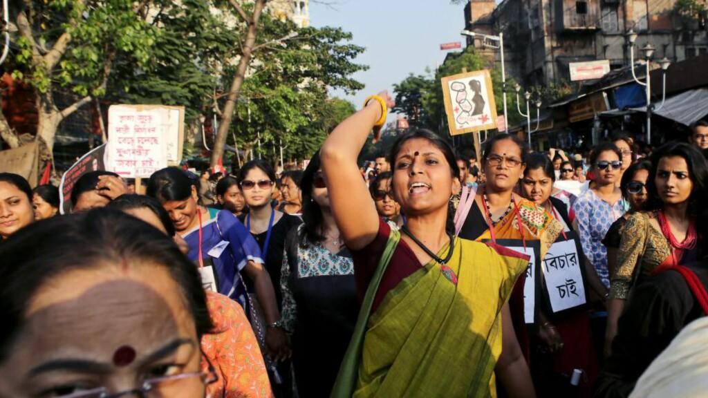 PROTESTER: Tidligere i år var det store protester i India, blant annet etter at seks menn voldtekt en nonne. Voldtekt er et stort problem i landet, og flere saker har fått stor internasjonal oppmerksomhet. Foto: EPA / PIYAL ADHIKARY / NTB scanpix