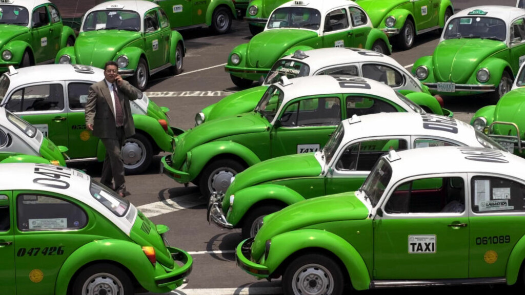 """LETT Å LA SEG LURE:  I Mexico har den klassiske """"bobla"""" vært taxi-standard i årevis. For ordens skyld: Disse drosjene eller personen på bildet har ingenting med saken å gjøre. Foto: Gregory Bull/ AP / NTB Scanpix"""