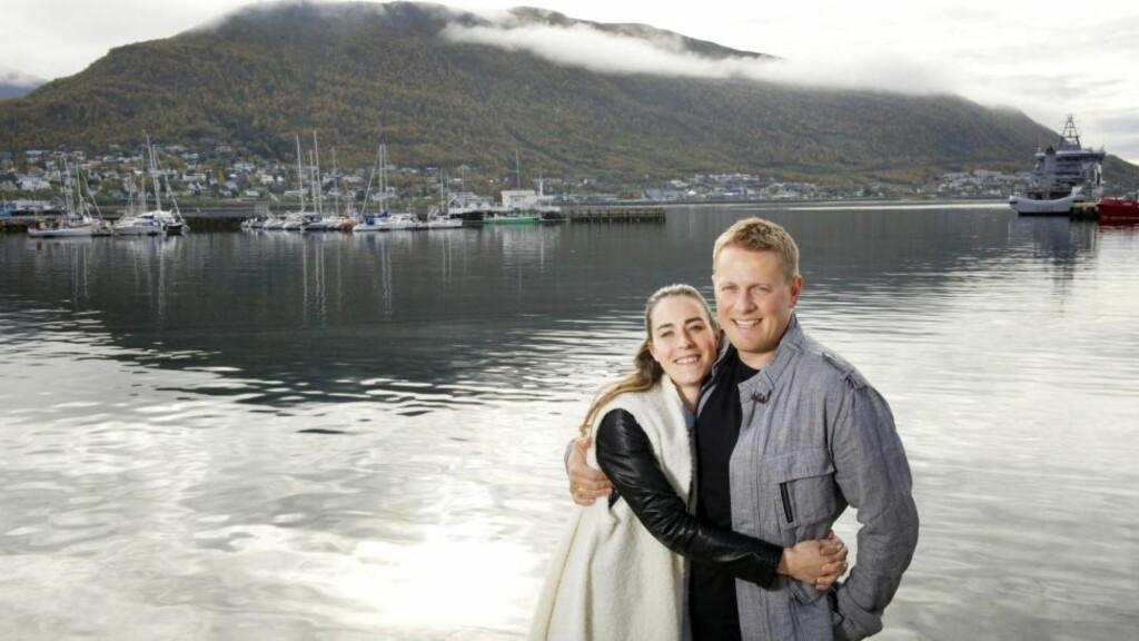 NYGIFTE: For tre uker giftet Arthur Arnesen (36) og Marianne Berg Johnsen (29) seg i Tromsø. -  Samspillet oss imellom gjør at vi henter ut det beste i hverandre, mener de. Foto: INGUN A. MÆHLUM