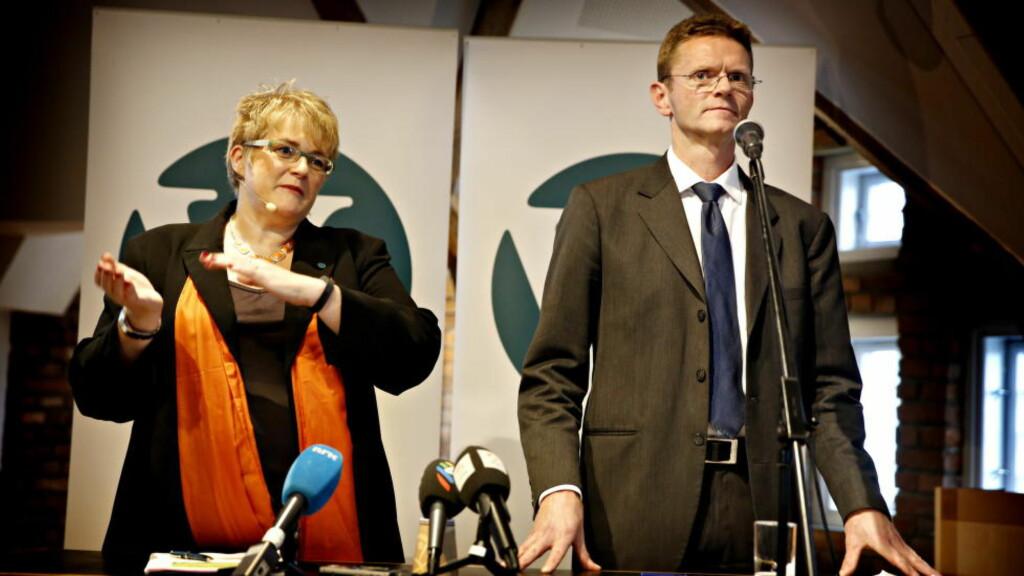 KRAVLISTE: Venstre-leder Trine Skei Grande og finanspolitiske talsperson Terje Breivik vet lite om innholdet i det kommende statsbudsjettet, men har kravlista klar. Foto: Jacques Hvistendahl