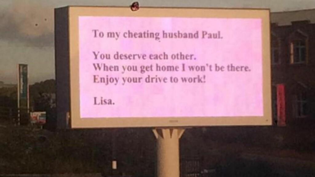 SKILT VIA MOTORVEISKILT: Kvinnen som bare er identifisert som Lisa var ikke fornøyd med ektemannen Pauls utroskap. Foto: BBC Radio Sheffield