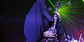 image: Møt Gisele - verdens første heavy metal-gitarist i burka