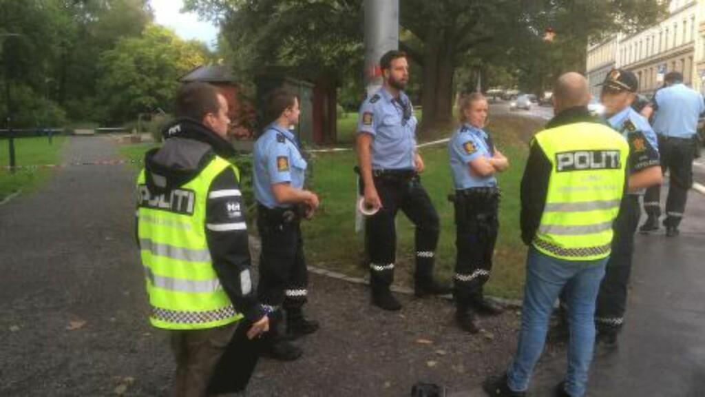 ETTERFORSKERE: Politiet jakter gjerningsmannen på Tøyen i Oslo. Foto: Harald Klungtveit