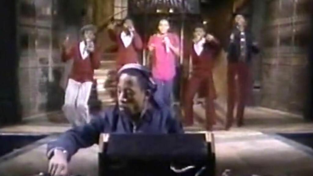 DIGG PÅ DIREKTEN: Debbie Harry fra Blondie digget Funky Four + 1 og sørget for at de gjorde den første direktesendte rap-opptredenen på TV i 1981. Her med den rosakledde MC Sha Rock. Skjermdump: Videodrome/SNL