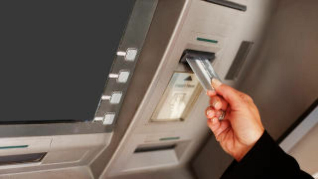 GRATIS - MEN KANSKJE IKKE HELT GRATIS LIKEVEL: Ifølge gebyrlisten  til Travel Cash, kan det i tillegg til de eventuelle minibankgebyrene som Travel Cash tar, tilkomme ekstra gebyrer ved kontantuttak eller «andre aktiviteter i minibanker», samt valutavekslingsgebyrer. Dette er gebyrer som banken/minibankeieren tar, og det er ganske vanlig i mange land.  Foto: PANTHER MEDIA
