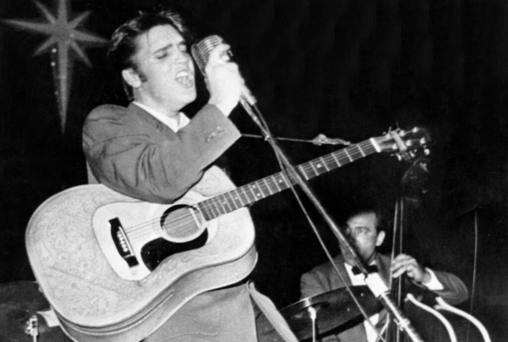 Jan. 1, 1955 - Los Angeles, CA, U.S. - The undisputed King of Rock 'n' Roll, ELVIS PRESLEY, performed with a natural sexuality that made him a teen idol and a role model for generations of cool rebels. PICTURED: Presley performing during a concert. (Credit Image: © KEYSTONE Pictures USA)