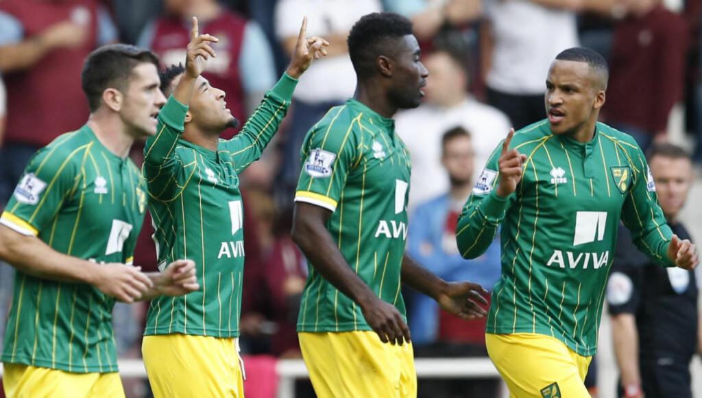 BARE NESTEN: Alexander Tettey (nr. tre f.v.) og Norwich var på vei mot en sterk borteseier i ettermiddag, men slapp inn mål mot West Ham på overtid. Foto: Action Images / Andrew Boyers / NTB Scanpix